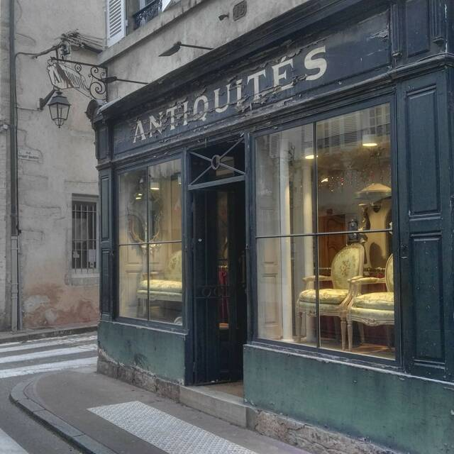 antique shops Beaune