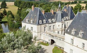 This year, choose a gift that makes sense and stand in solidarity with the hotels of Burgundy-Franche- Comté