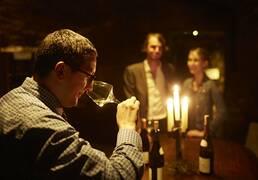 Wine tasting ©StudioPiffaut