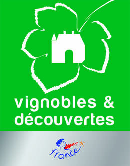 A Tourist Office labelled VIGNOBLE & DECOUVERTES
