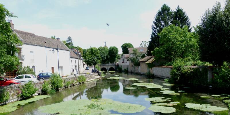 The river La Bouzaize in Beaune