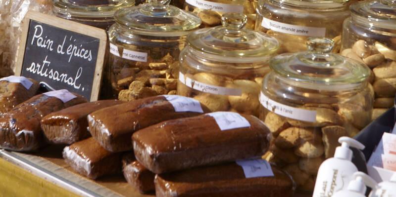 Gingerbread in a food market © Studio Piffaut