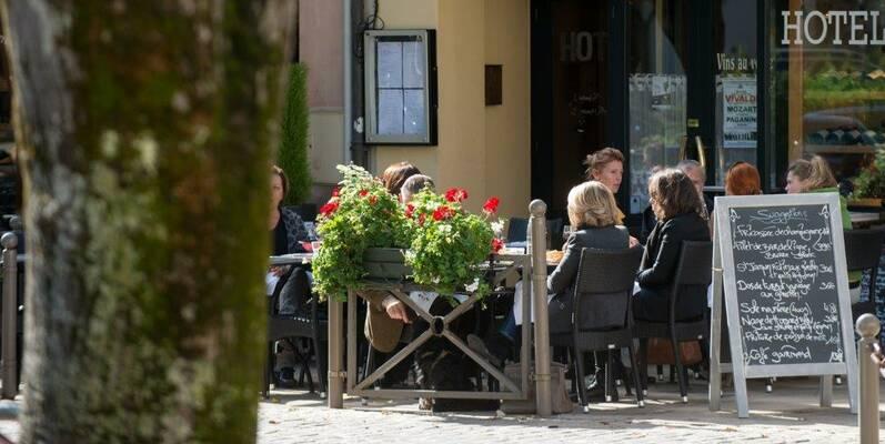 Lunch on a terrace - Epicurean Beaune