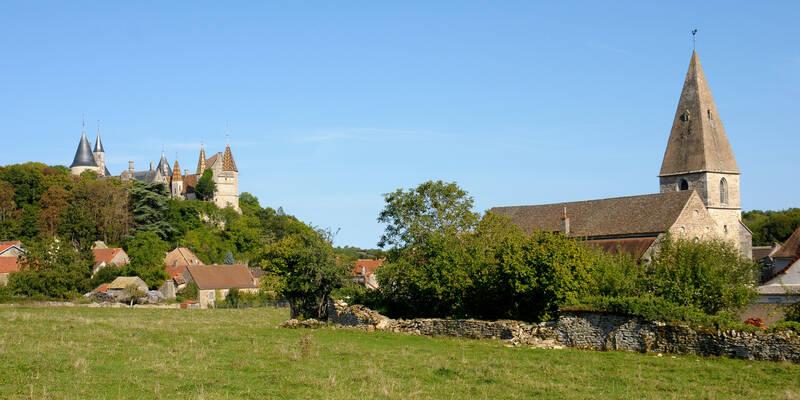 """Church """"Notre-Dame de la Nativité"""" in La Rochepot ©Images&Associés"""