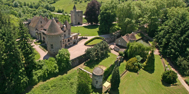 The château de Couches and the vineyard