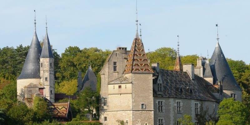 Le Château de la Rochepot © Images & associés