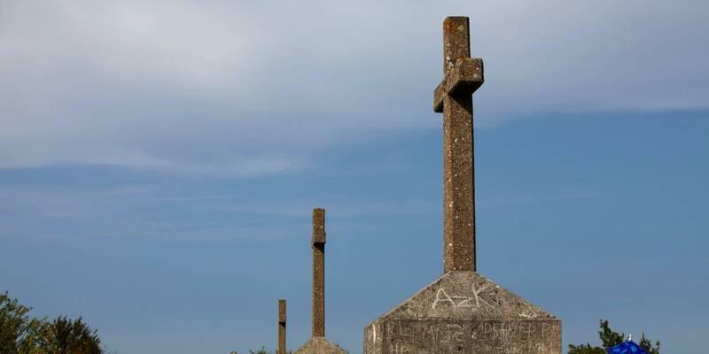 Les Trois Croix - view