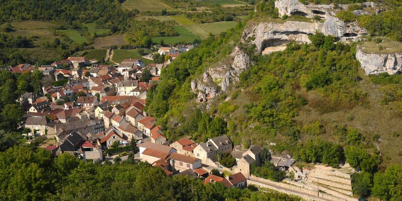 Saint-Romain, the Route des Grands Crus © Images & Associés