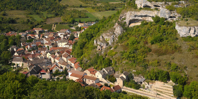 Saint-Romain, the Route des Grands Crus © Images & Associés
