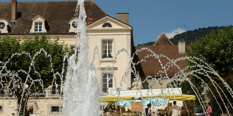 Santenay square and its fountains