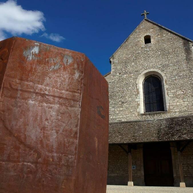 When Romanesque style meets Contemporary art