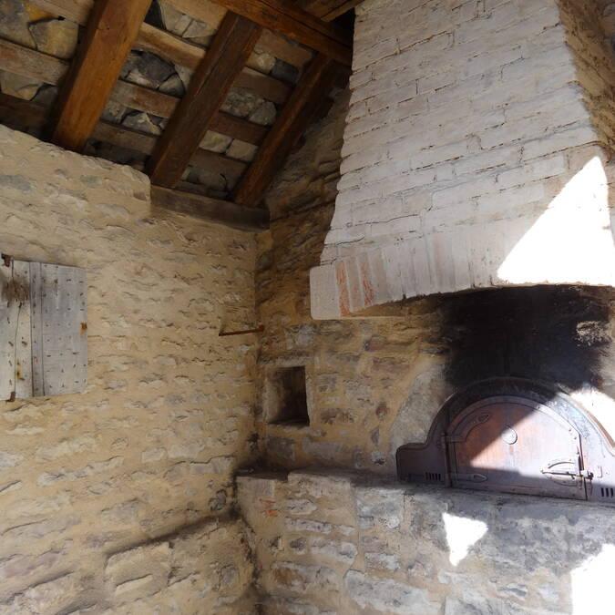 "Village oven (""four banal"")"