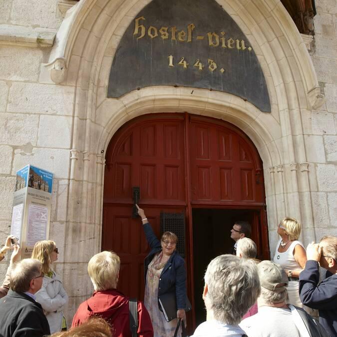 Hôtel-Dieu's Entrance © Studio Piffaut