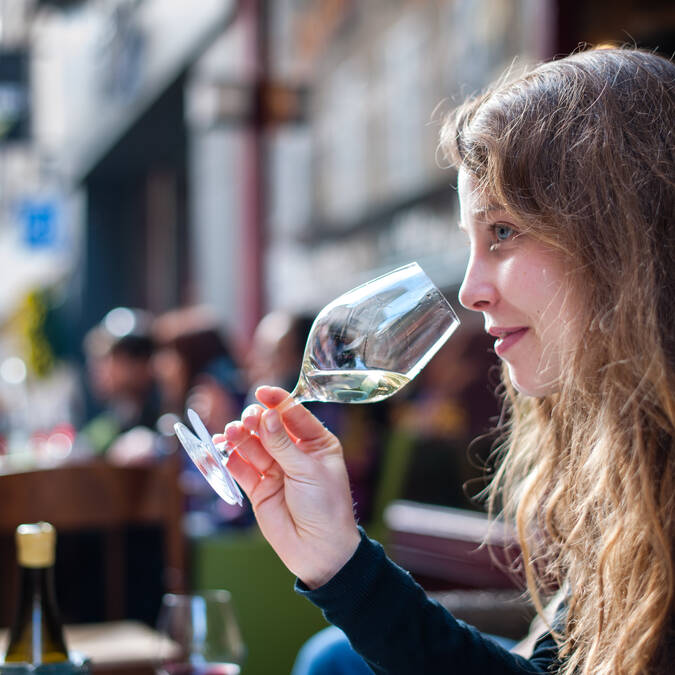 Wine tasting © Michel Joly